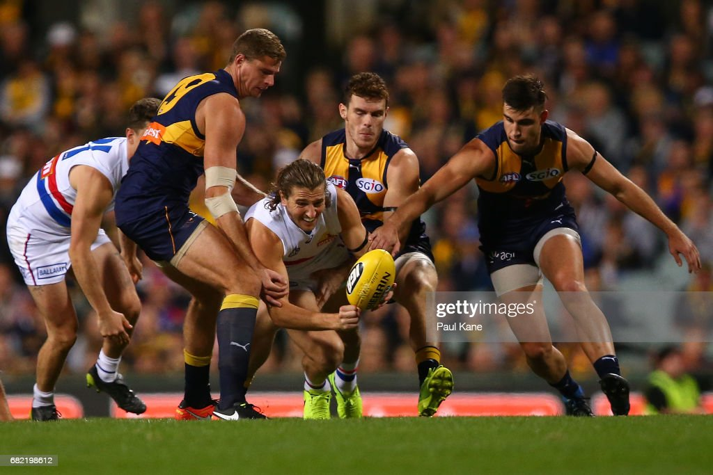 Marcus Bontempelli of the Bulldogs handballs during the round eight AFL match between the West Coast Eagles and the Western Bulldogs at Domain Stadium on May 12, 2017 in Perth, Australia.