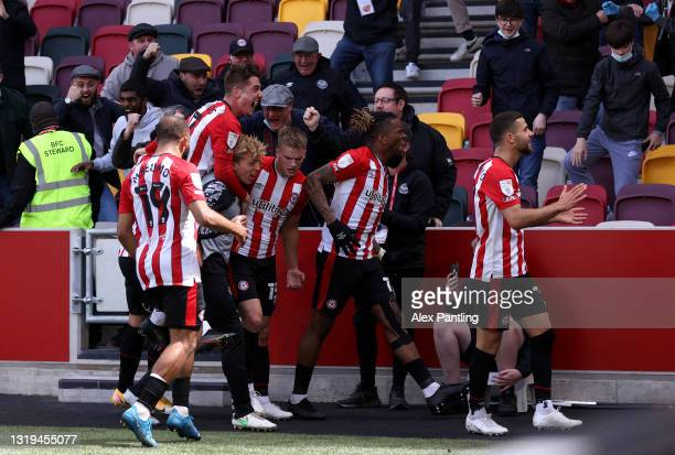 Marcus Forss of Brentford celebrates with Ivan Toney and team mates after scoring their side's third goal during the Sky Bet Championship Play-off...