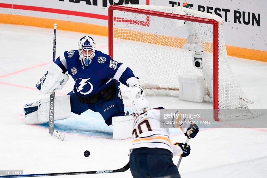 IHOCKEY-NHL-TAMPA BAY LIGHTNING-BUFFALO SABRES : News Photo