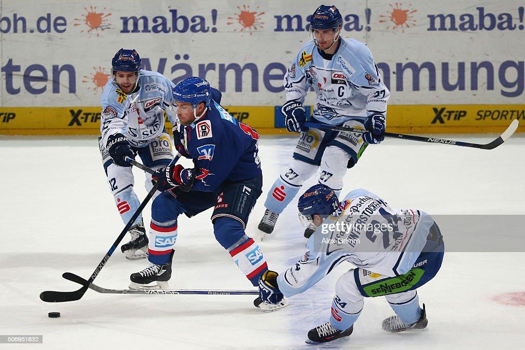 Adler Mannheim v Straubing Tigers  - DEL : News Photo