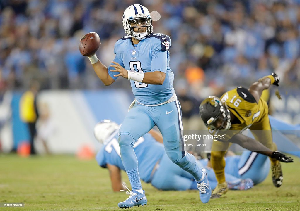 Marcus Mariota #8 of the Tennessee Titans runs with the ball during the third quarter of the game against the Jacksonville Jaguars at Nissan Stadium on October 27, 2016 in Nashville, Tennessee.