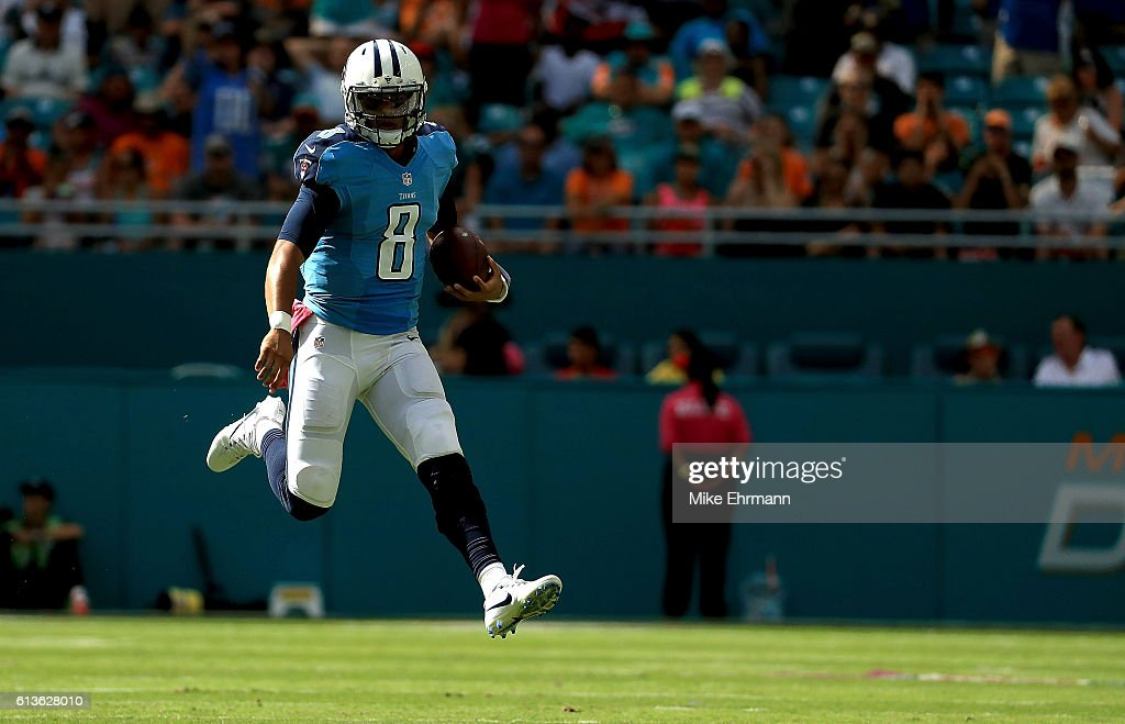 Marcus Mariota #8 of the Tennessee Titans rushes during a game against the Miami Dolphins on October 9, 2016 in Miami Gardens, Florida.