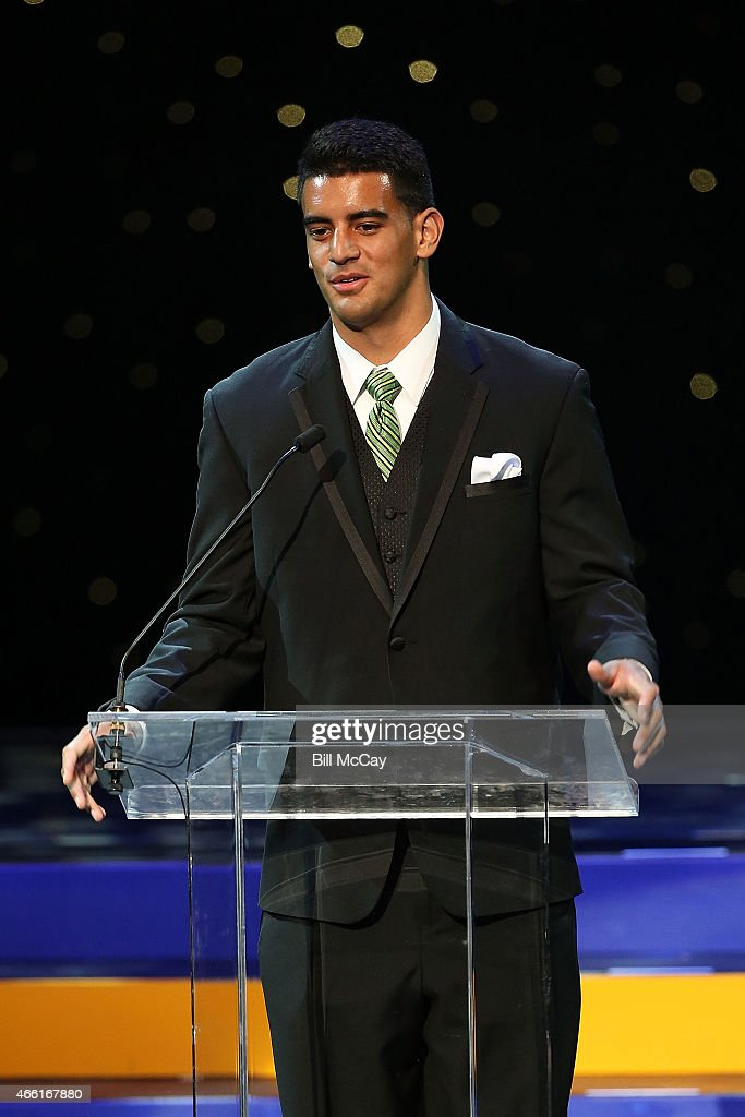 Marcus Mariota winner of the Maxwell Award for College Player of the Year attends the 78th Annual Maxwell Football Club Awards Gala at the Tropicana Casino March 13, 2015 in Atlantic City, New Jersey.