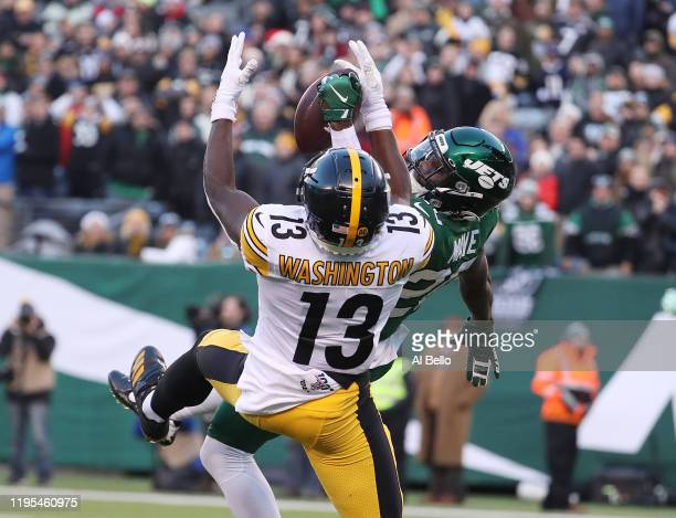 Marcus Maye of the New York Jets breaks up a fourth quarter touchdown pass as James Washington of the Pittsburgh Steelers misses the ball during...
