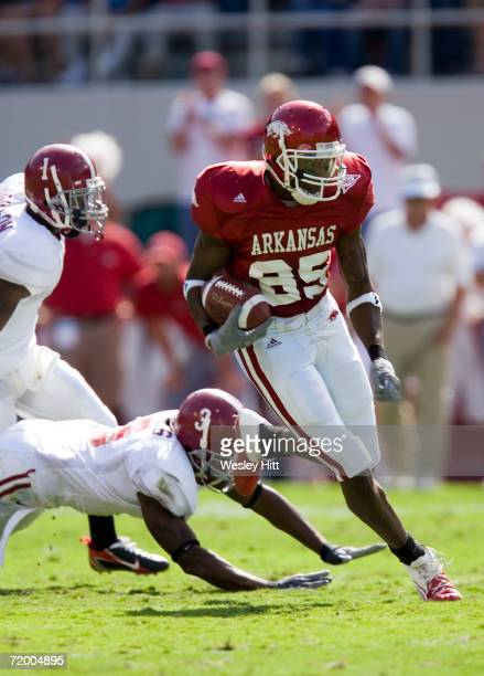 Marcus Monk of the Arkansas Razorback runs with the ball against the Alabama Crimson Tide at Donald W Reynolds Stadium on September 23 2006 in...