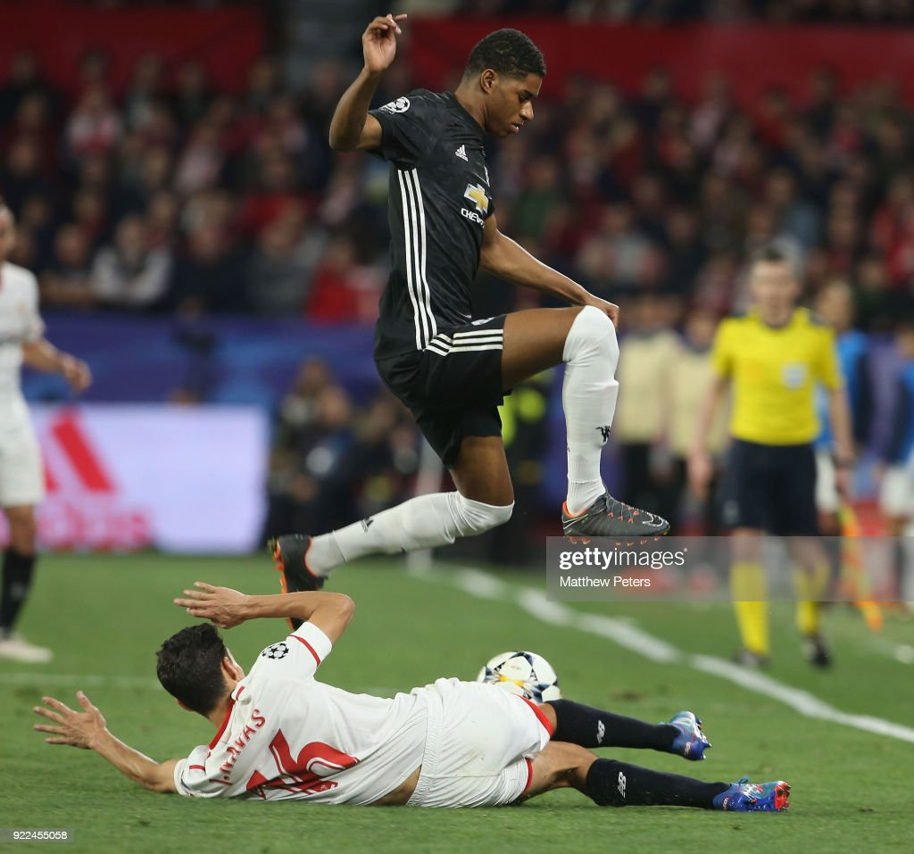 Sevilla FC v Manchester United - UEFA Champions League Round of 16: First Leg : Fotografía de noticias