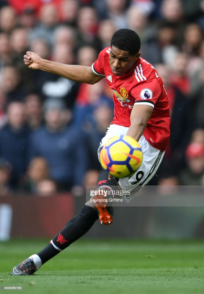 Marcus Rashford of Manchester United scores his side's first goal during the Premier League match between Manchester United and Liverpool at Old Trafford on March 10, 2018 in Manchester, England.