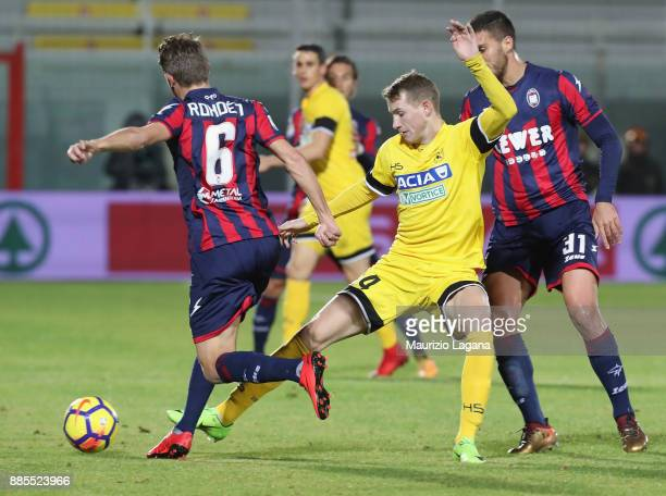 Marcus Rohden of Crotone competes for the ball with akb Jankto of Udinese during the Serie A match between FC Crotone and Udinese Calcio at Stadio...