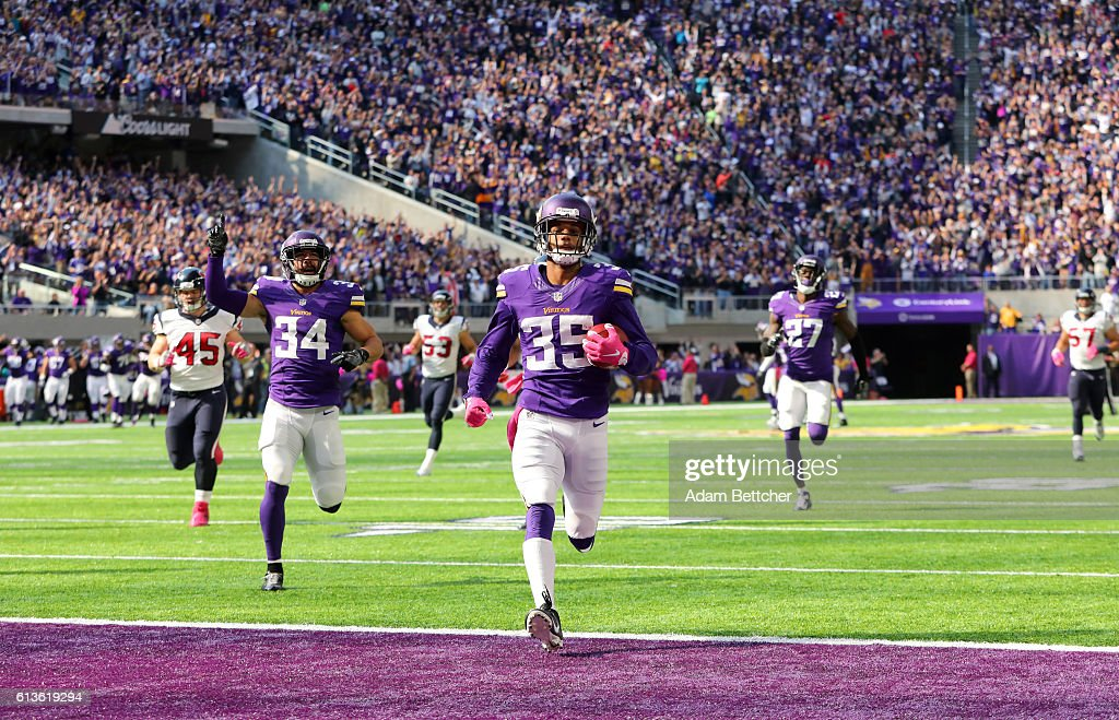 Marcus Sherels #35 of the Minnesota Vikings returns a punt 79 yards for a touchdown in the second quarter of the game against the Houston Texans on October 9, 2016 at US Bank Stadium in Minneapolis, Minnesota.