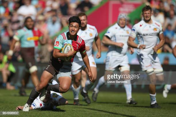 Marcus Smith of Harlequins breaks away to score a try during the Aviva Premiership match between Harlequins and Exeter Chiefs at Twickenham Stoop on...