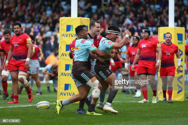 Marcus Smith of Harlequins celebrates scoring a try during the Aviva Premiership match between Harlequins and Worcester Warriors at Twickenham Stoop...