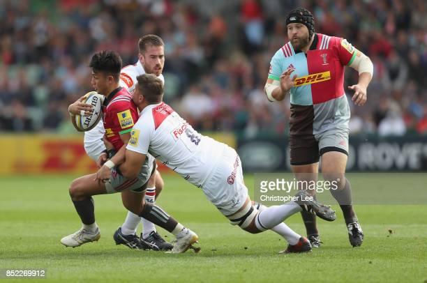 Marcus Smith of Harlequins cuts inside Dominic Ryan of Leicester Tigers and Mike Williams of Leicester Tigers during the Aviva Premiership match...