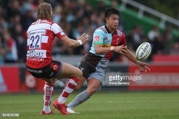 Marcus Smith of Harlequins passes the ball whilst under pressure from Billy Twelvetrees of Gloucester Rugby during the Aviva Premiership match...