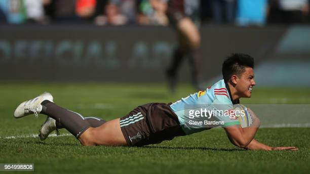 Marcus Smith of Harlequins scores a try during the Aviva Premiership match between Harlequins and Exeter Chiefs at Twickenham Stoop on May 5 2018 in...