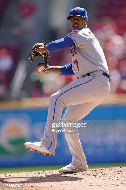 Marcus Stroman of the New York Mets pitches during the game against the Cincinnati Reds at Great American Ball Park on September 22, 2019 in...