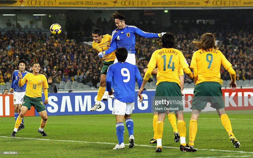 Australia v Japan - 2010 FIFA World Cup Asian Qualifier : ニュース写真