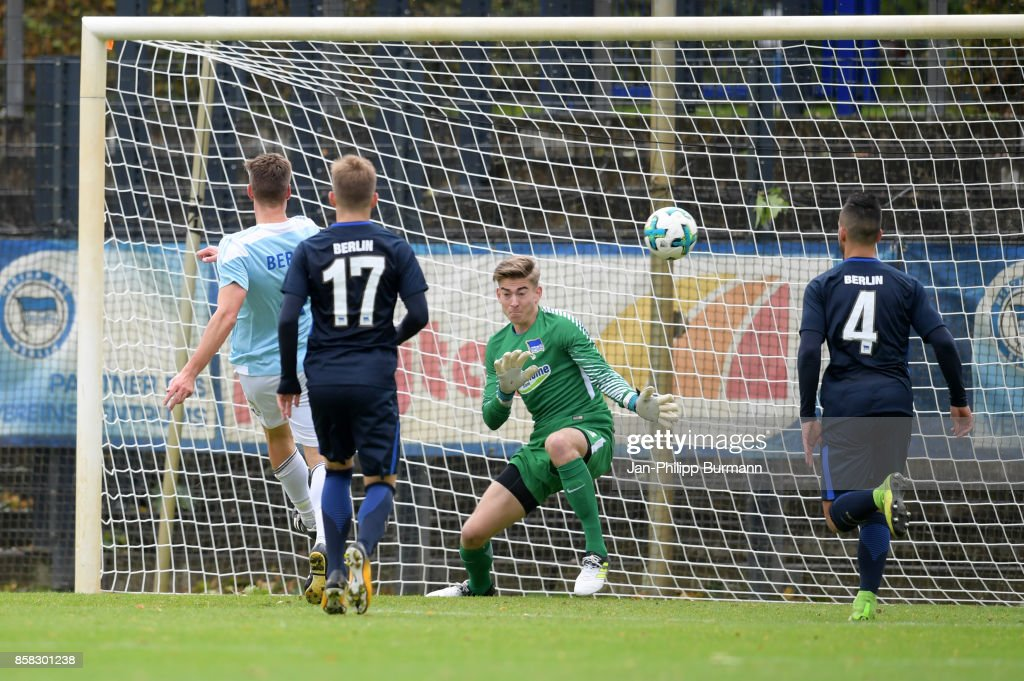 Marcus Uher of the Polizeiauswahl scores the 0:1 against Jonathan Klinsmann of Hertha BSC during the test match between Hertha BSC and the Polizeiauswahl on october 6, 2017 in Berlin, Germany.