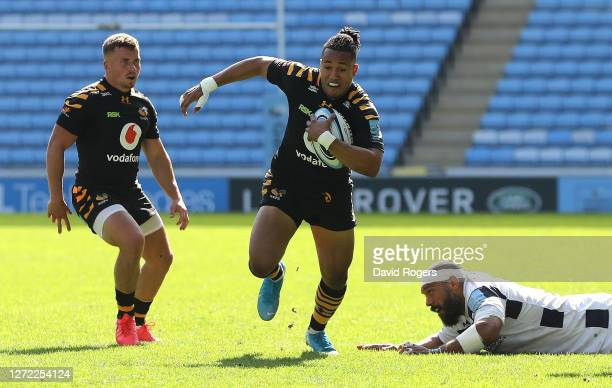 Marcus Watson of Wasps breaks with the ball during the Gallagher Premiership Rugby match between Wasps and Bristol Bears at the Ricoh Arena on...