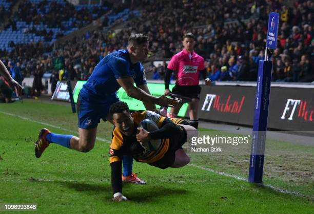 Marcus Watson of Wasps crosses to score their third try during the Champions Cup match between Wasps and Leinster Rugby at Ricoh Arena on January 20,...