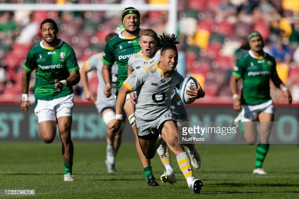 Marcus Watson of Wasps runs with the ball during the Gallagher Premiership match between London Irish and Wasps at the Brentford Community Stadium,...