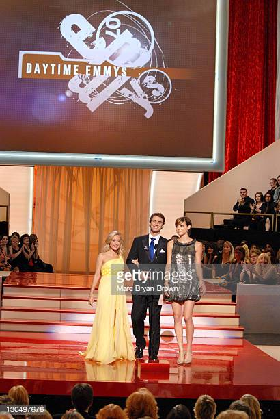 """Marcy Rylan Murray Bartlett and Michelle Ray Smith of 'Guiding Light"""" present Outstanding Drama Series Writing Team award"""