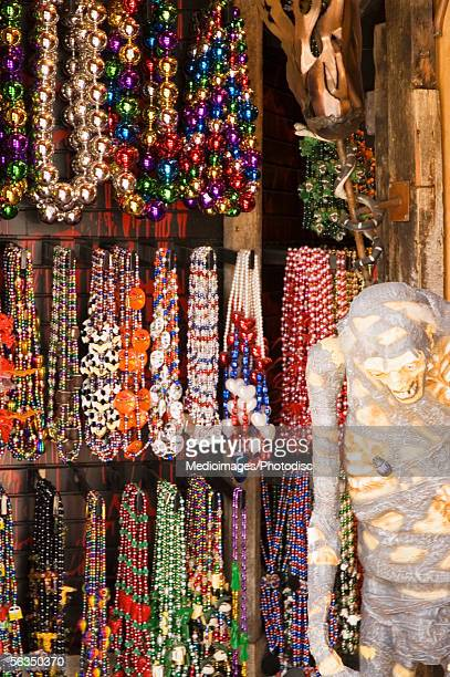 mardi gras beads hanging in market stall - gras fotografías e imágenes de stock