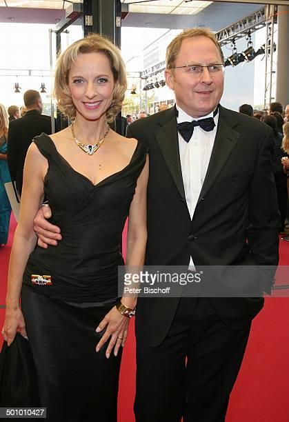 """Mareike Carriere, Ehemann Gerd Klement , SAT.1-Gala """"Deutscher Fernsehpreis 2005"""", Köln, Deutschland, , P.-Nr. 1246/2005, """"Coloneum"""", roter Teppich..."""