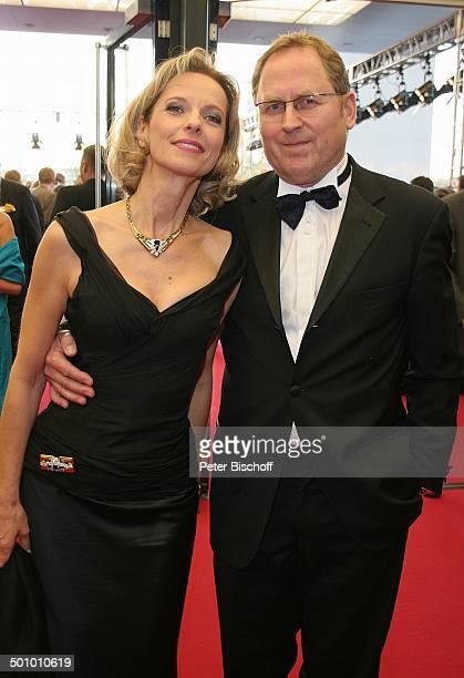 Mareike Carriere Ehemann Gerd Klement SAT1Gala Deutscher Fernsehpreis 2005 Köln Deutschland PNr 1246/2005 Coloneum roter Teppich Promi NB Foto...