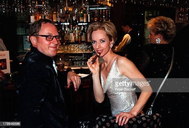Mareike Carriere Ehemann Gerd KlementUFAFilmball 1999 Swissotel RheinparkNeuss Zigarre Brille
