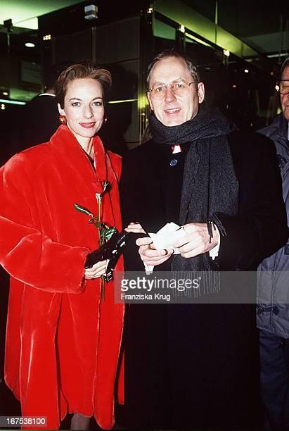 Mareike Carriere Freund Gerd Clement Bei Eröffnung Der Berlinale 95