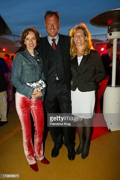 Mareike Carriere Hamburgs Innensenator Ronald B Schill Und Freundin Katrin Freund Bei Jungfernfahrt Auf Der Aidavita