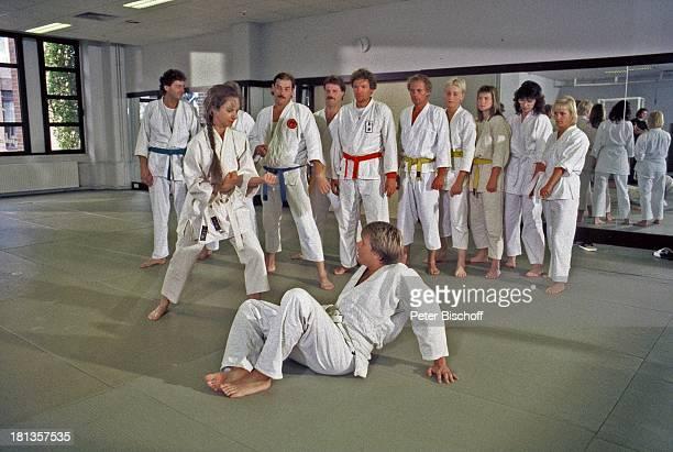 Mareike Carriere Hape Kerkeling Statisten ARDKrimiSerie 'Großstadtrevier' Folge 19 'Dame in Not' Hamburg Deutschland Judo kämpfen Comedian...