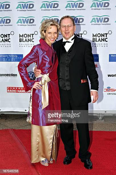 Mareike Carriere Und Ehemann Bei Der Ankunft Zu Verleihung Der Womens World Awards In Hamburg