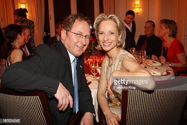 Mareike Carriere Und Ehemann JGerd Klement Bei Der Verleihung Des Preises Couple Of The Year Im Hotel Louis C Jacob In Hamburg Am 210108