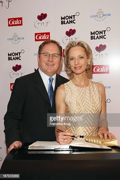 Mareike Carriere Und JGerd Klement Bei Der Verleihung Des Preises Couple Of The Year Im Hotel Louis C Jacob In Hamburg Am 210108