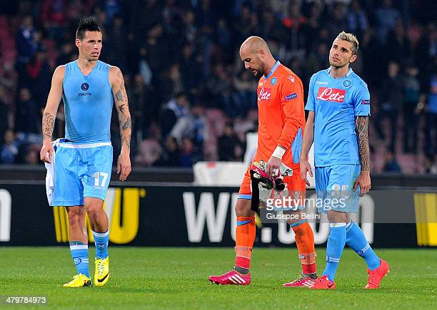 Marek Hamsik and Pepe Reina and Valon Behrami of SSC Napoli look dejected after the UEFA Europa League Round of 16 match between SSC Napoli and FC...