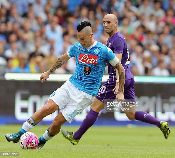 Marek Hamsik of Napoli competes for the ball with Borja Valero of Fiorentina during the Serie A match between SSC Napoli and ACF Fiorentina at Stadio...
