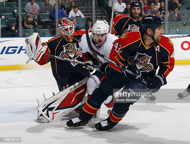 Marek Svatos of the Ottawa Senators crashes the crease as Tomas Vokoun and Mike Weaver of the Florida Panthers defend the net at the BankAtlantic...