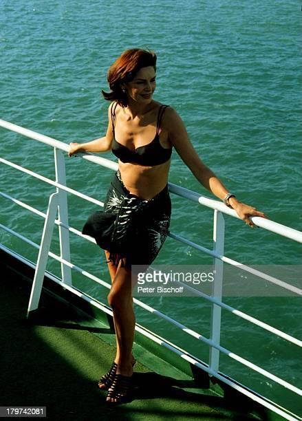 Maren Gilzer als 'Model' ZDFSerie 'Traumschiff' Folge 28 'Singapur' Schiff MS 'Berlin' Kreuzfahrtschiff Kreuzfahrt Bikini Urlaub Schauspielerin...