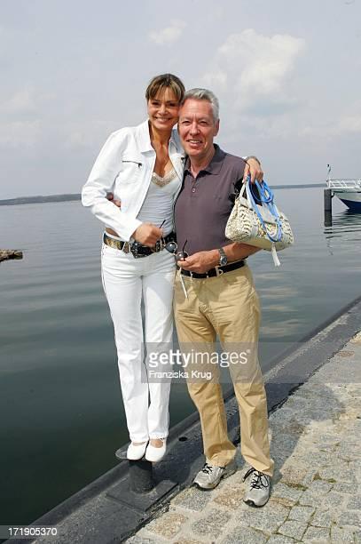 Maren Gilzer Mit Ihrem Freund Egon F Freiheit Und Hund Bei Einer Bootstour Auf Dem Fleesensee Im Land Fleesensee Am 300405