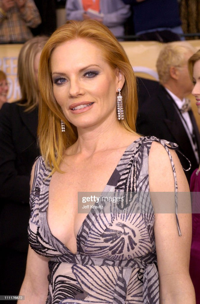 The 10th Annual Screen Actors Guild Awards - Arrivals : News Photo