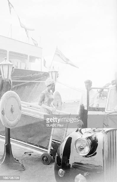Margaret And Tony Snowdon On Honeymoon In The Caribbean Caraïbes mai 1960 La princesse MARGARET comtesse de Snowdon vient d'épouser le 6 mai Antony...