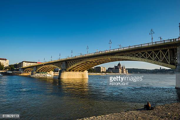 margaret bridge - fstoplight stock photos and pictures
