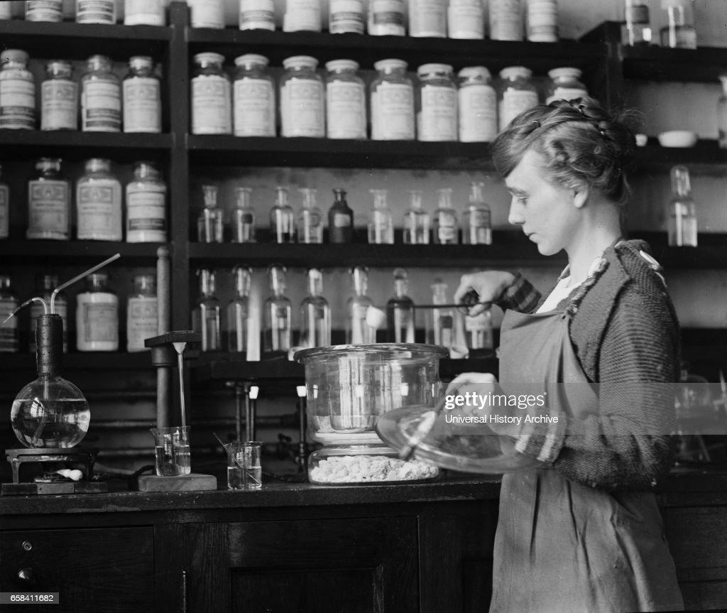 Margaret D. Foster, First Female Chemist to work for U.S. Geological Survey, Portrait, Washington DC, October 1914 : Nachrichtenfoto
