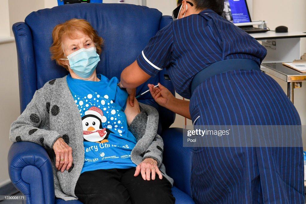 NHS England Starts Covid-19 Vaccination Campaign : Foto jornalística