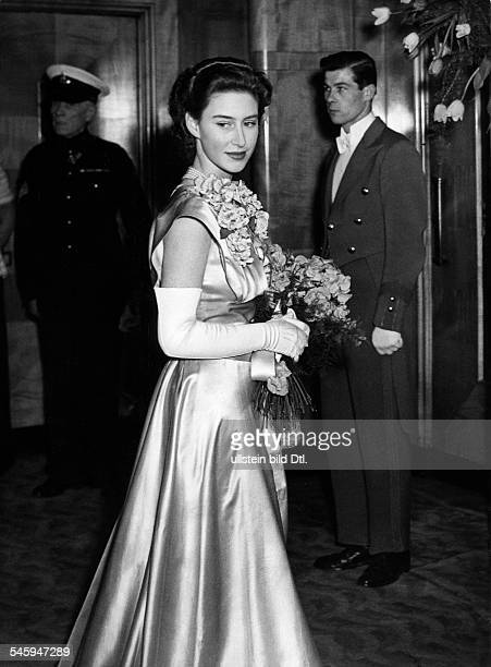 Margaret Rose Prinzessin *Graefin von Snowdon GBSchwester von Queen Elizabeth II Premiere des Films 'Hamlet' im Leicester Square Odeon London MR im...