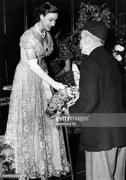 Margaret Rose Prinzessin *Graefin von Snowdon GBSchwester von Queen Elizabeth II wohnte in Regents Park einerVorfuehrung alter englischer...