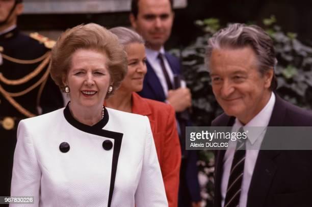 Margaret Thatcher et Roland Dumas au palais de l'Elysée le 14 juillet 1989 à Paris France