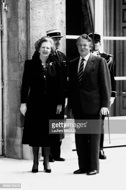 Margaret Thatcher Premier Ministre britannique en compagnie de Roland Dumas Ministre des Affaires Européennes sur le perron de l'Elysée le 4 mai 1984...