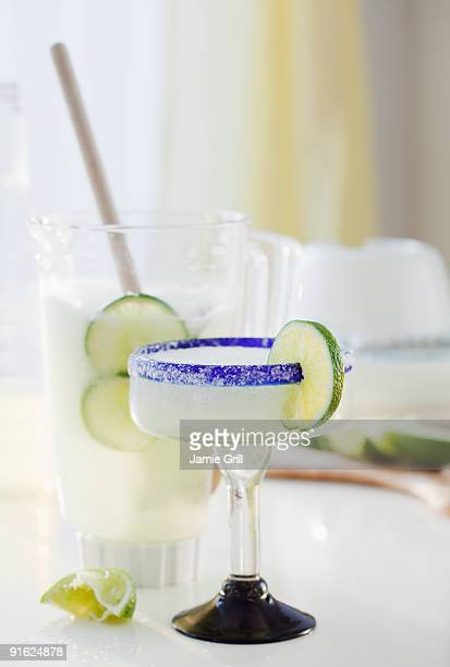 a margarita by a blender - margarita stock pictures, royalty-free photos & images